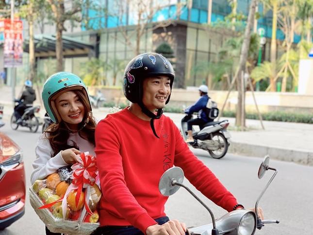 Sao Việt 27 Tết: Bảo Thanh cùng chồng đi chợ sắm đồ, Tuấn Hưng về thăm mẹ ảnh 9