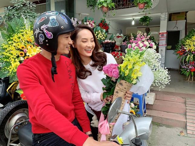 Sao Việt 27 Tết: Bảo Thanh cùng chồng đi chợ sắm đồ, Tuấn Hưng về thăm mẹ ảnh 10