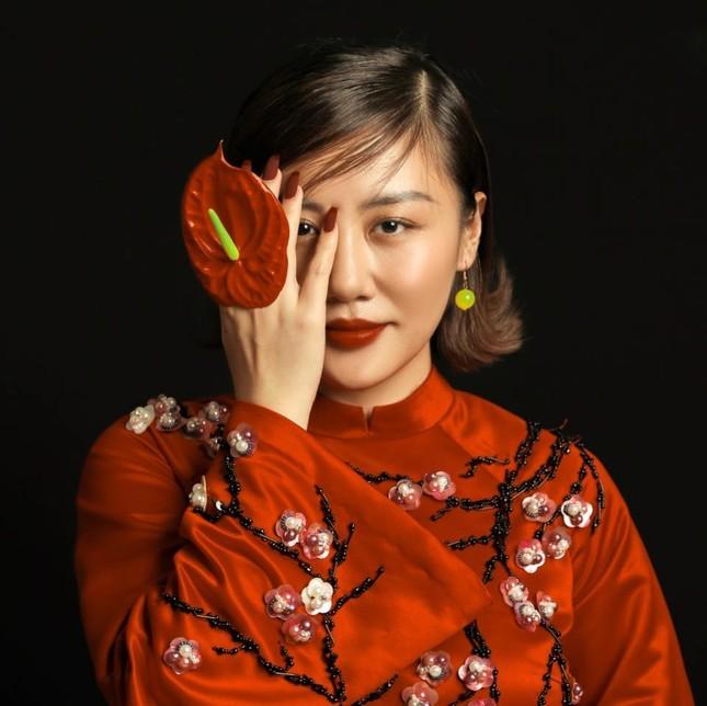 Sau ồn ào bị tung clip nhạy cảm, Văn Mai Hương được khen gợi cảm hơn ảnh 3