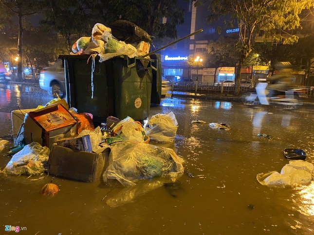 Hà Nội mưa ngập phố, hồ Gươm vắng hoe trước giao thừa ảnh 3