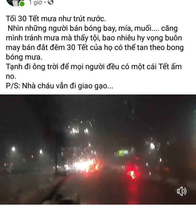 Dân mạng đồng loạt 'cảm thán' về trận mưa lịch sử vào đêm 30 Tết ảnh 5