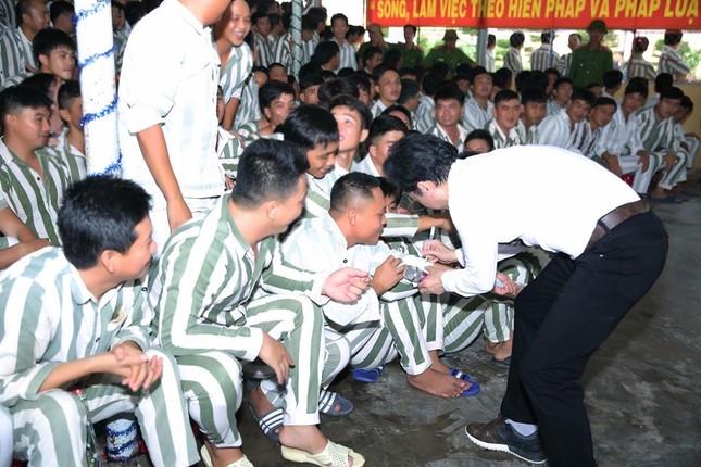 Ngọc Sơn đến trại giam hát dịp Tết ảnh 3