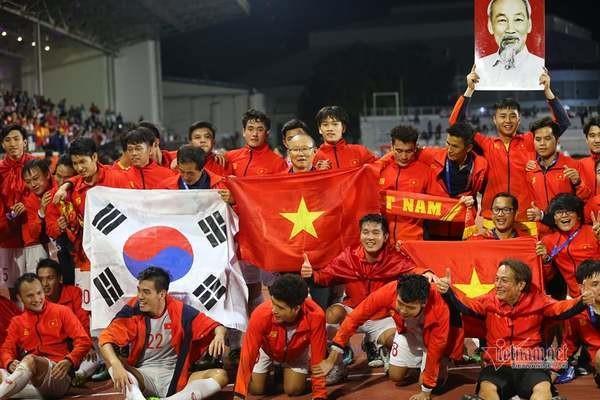 Bóng đá Việt Nam năm 2020: VFF bước tới, thầy Park vững chiêu ảnh 1