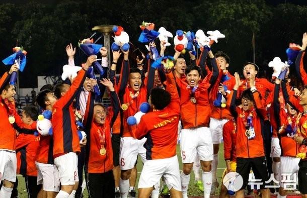 Bóng đá Việt Nam năm 2020: VFF bước tới, thầy Park vững chiêu ảnh 3