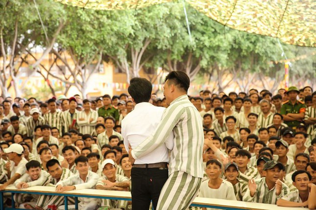 Ngọc Sơn đến trại giam hát dịp Tết ảnh 6