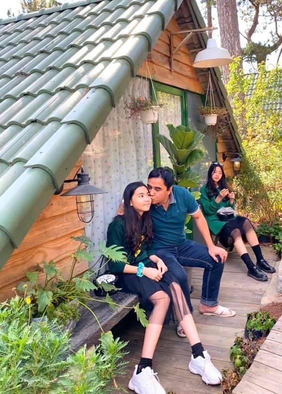 Sao Việt mùng 3 Tết: Sơn Tùng gây 'bão' mạng xã hội với 1 bức ảnh ảnh 2