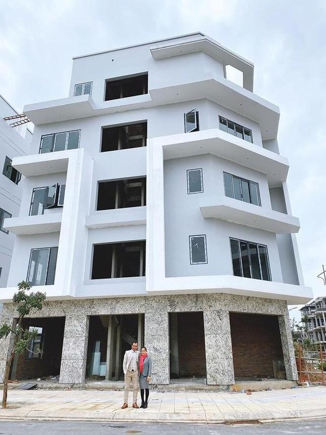 Hòa Minzy xây nhà 5 tầng tặng bố mẹ ảnh 1