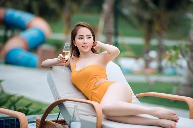 Quỳnh Nga gây 'sốt' với ảnh áo tắm màu nude khoe trọn vòng 3 ảnh 2
