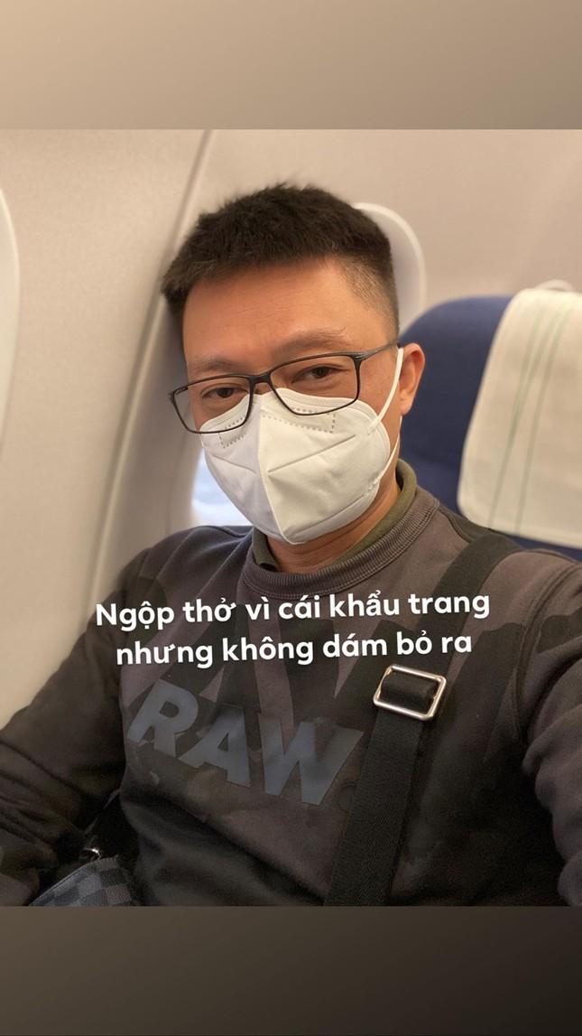 BTV Quang Minh và sao Việt đeo khẩu trang kín mít giữa dịch corona ảnh 1