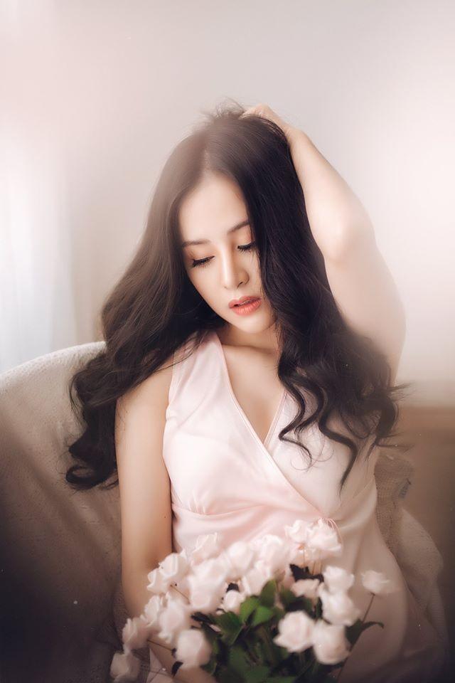 'Bà Tưng' lại gây sốt với bộ ảnh khoe vòng 1 nóng bỏng mừng Valentine ảnh 4