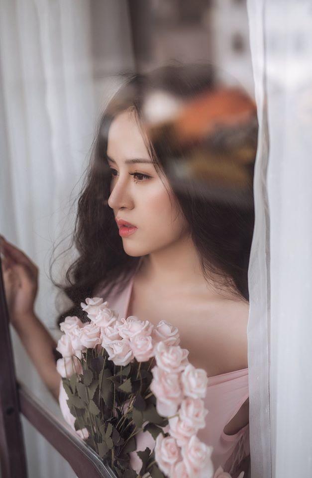 'Bà Tưng' lại gây sốt với bộ ảnh khoe vòng 1 nóng bỏng mừng Valentine ảnh 9