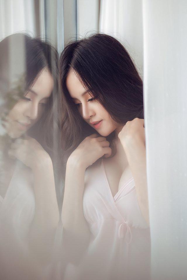 'Bà Tưng' lại gây sốt với bộ ảnh khoe vòng 1 nóng bỏng mừng Valentine ảnh 7