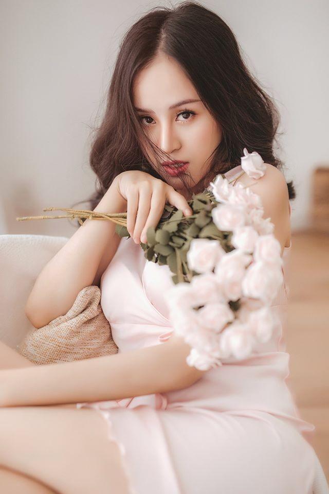 'Bà Tưng' lại gây sốt với bộ ảnh khoe vòng 1 nóng bỏng mừng Valentine ảnh 8
