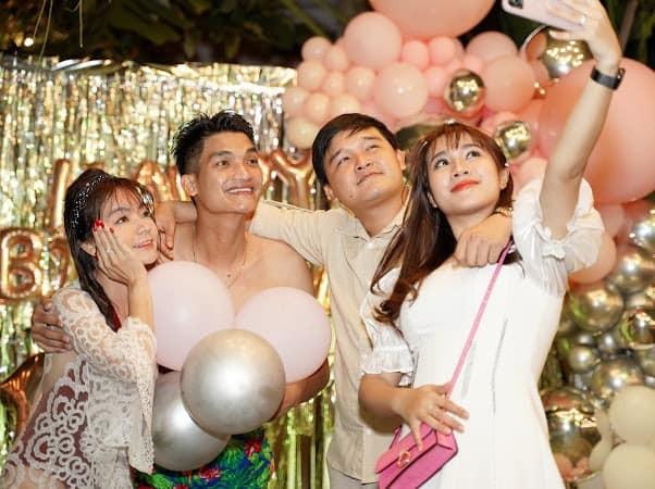 Bạn gái Mạc Văn Khoa mặc váy xẻ gợi cảm trong tiệc sinh nhật ảnh 5
