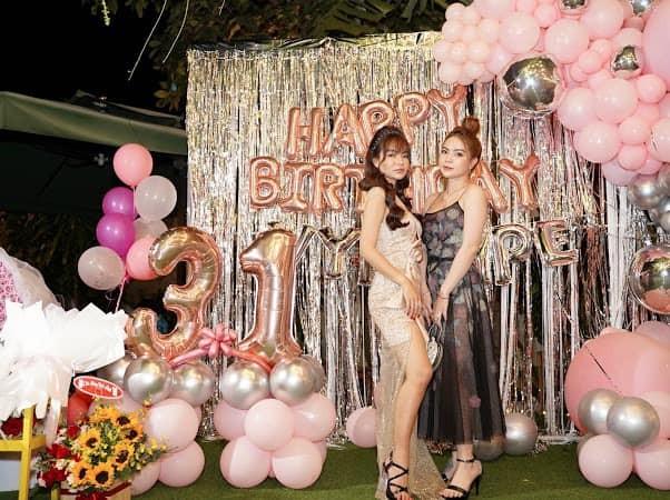 Bạn gái Mạc Văn Khoa mặc váy xẻ gợi cảm trong tiệc sinh nhật ảnh 7