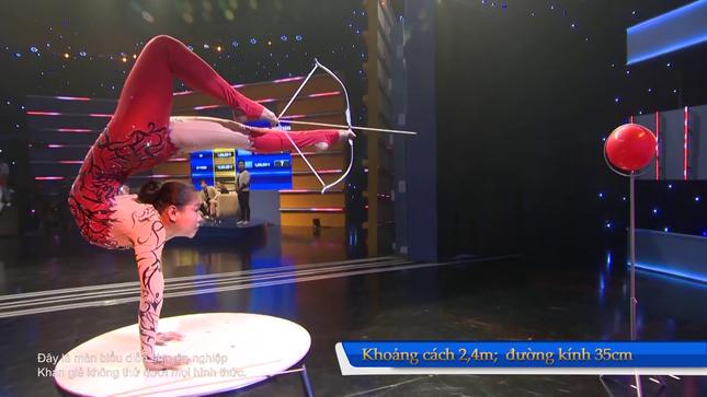 Lộ diện kỷ lục gia Việt Nam dùng đầu 'cân' cả thế giới ảnh 3