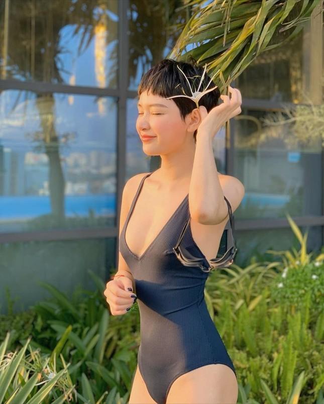 Sau nghi vấn hẹn hò Quang Hải, Hiền Hồ gây 'bão' vì bộ ảnh bikini rực lửa ảnh 4