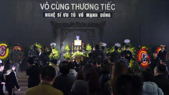 Đám tang đẫm nước mắt tiễn biệt NSƯT Vũ Mạnh Dũng ảnh 1