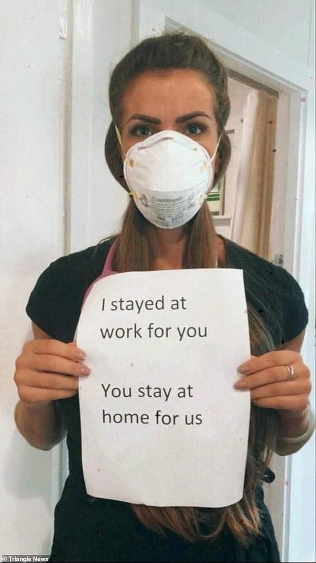 Thông điệp 'Chúng tôi đi làm vì bạn, bạn ở nhà vì chúng tôi' gây xúc động toàn cầu ảnh 4