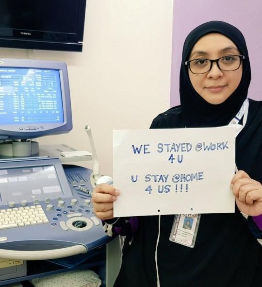 Thông điệp 'Chúng tôi đi làm vì bạn, bạn ở nhà vì chúng tôi' gây xúc động toàn cầu ảnh 19