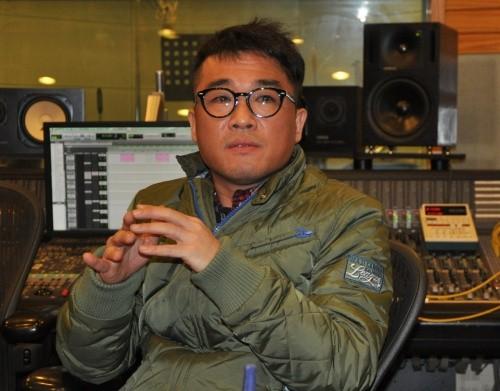 Showbiz 25/3: Ca sĩ từng được Tổng thống Hàn vinh danh vừa bị truy tố vì quấy rối tình dục ảnh 1