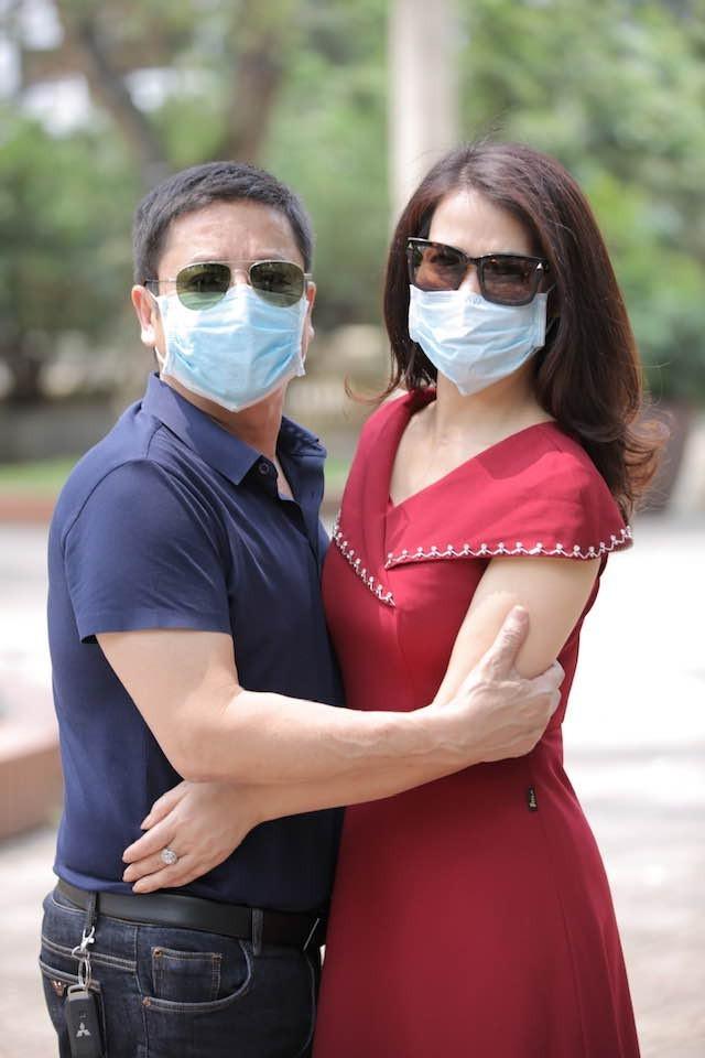 Showbiz 27/3: Phi Nhung gửi khẩu trang cho con gái đang làm y tá ở Mỹ ảnh 6