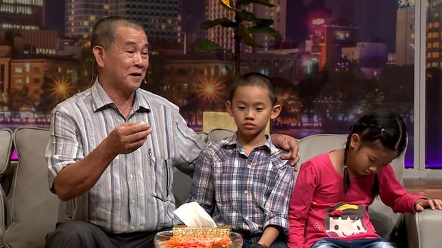 NSND Hồng Vân bật khóc khi nam thương binh vừa làm mẹ, làm cha 103 trẻ mồ côi ảnh 1