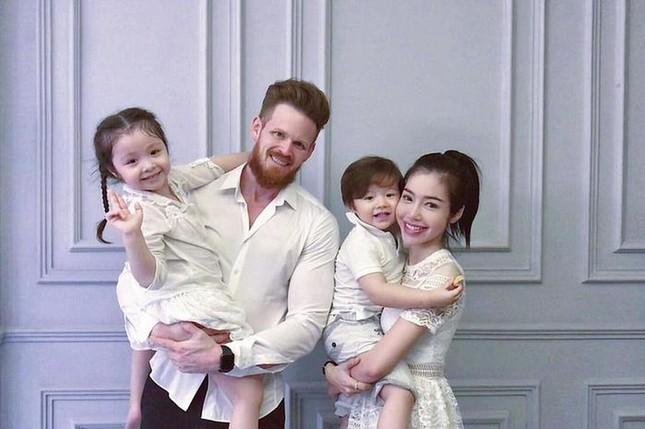 Showbiz 31/3: Elly Trần bất ngờ tiết lộ đã lâu không được gặp con ảnh 1