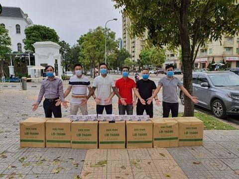 Những hành động đẹp giữa đại dịch COVID -19 của sao Việt ảnh 1