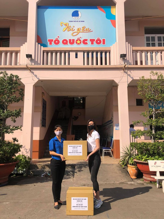 Những hành động đẹp giữa đại dịch COVID -19 của sao Việt ảnh 4