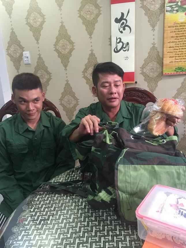 Sống tích cực mùa dịch: Con trai Tấn Beo xung phong vào tuyến đầu chống dịch COVID-19 ảnh 1