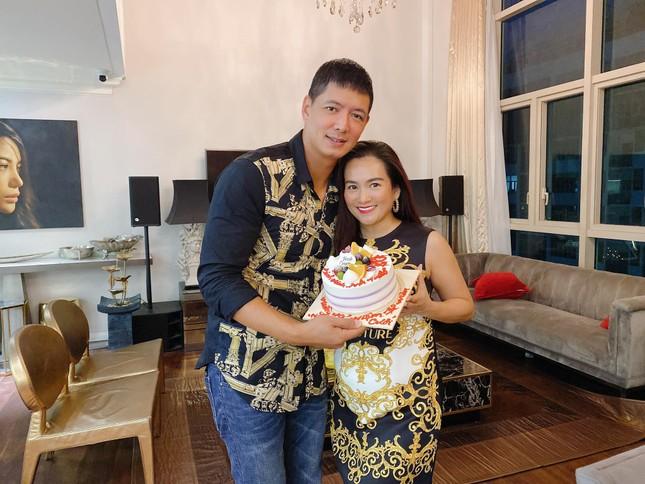 Hành động ngọt ngào của vợ chồng Bình Minh khi kỉ niệm 12 năm ngày cưới giữa đại dịch ảnh 2