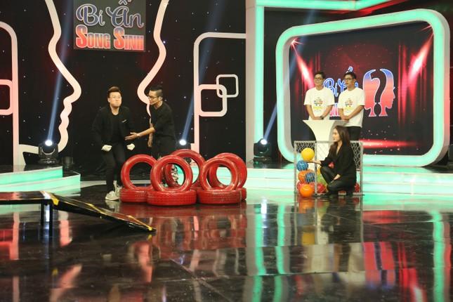 Phạm Lịch vừa công bố bạn trai mới thì được fan 'thả thính' trên sóng truyền hình ảnh 3