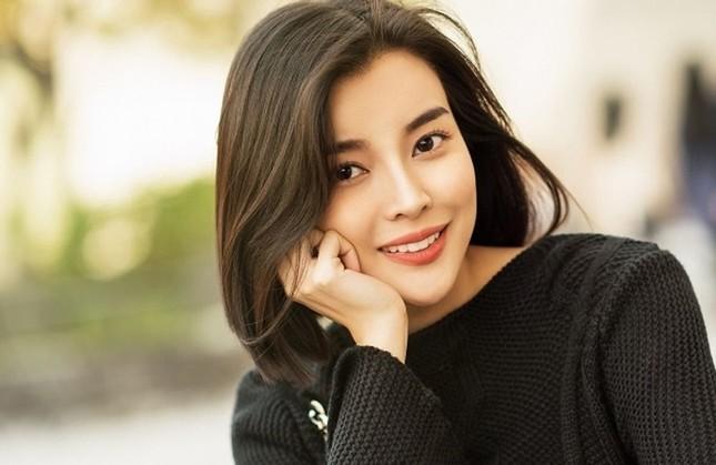 Cao Thái Hà xin lỗi vì đăng clip hút thuốc lá trên trang cá nhân ảnh 1