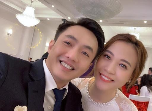 Showbiz 28/4: Tiên Nguyễn gặp lại bố và anh trai Phillip Nguyễn ảnh 6