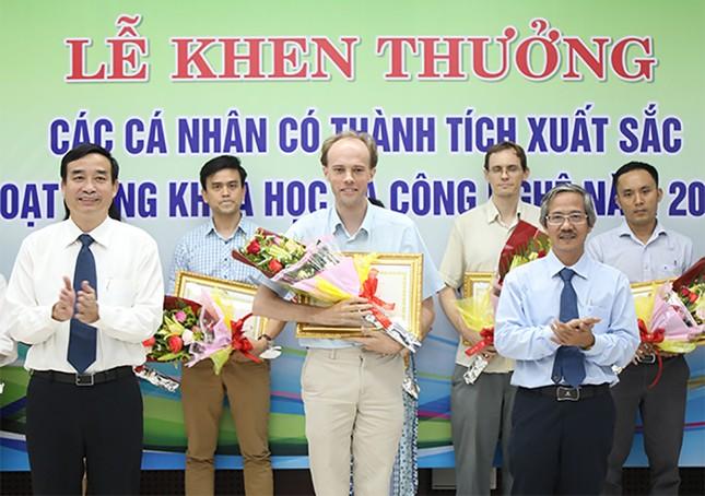 69 nhà khoa học ĐH Duy Tân nhận khen thưởng của thành phố Đà Nẵng ảnh 1