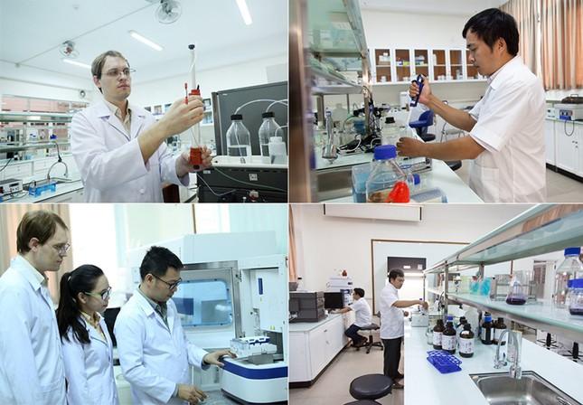 69 nhà khoa học ĐH Duy Tân nhận khen thưởng của thành phố Đà Nẵng ảnh 3