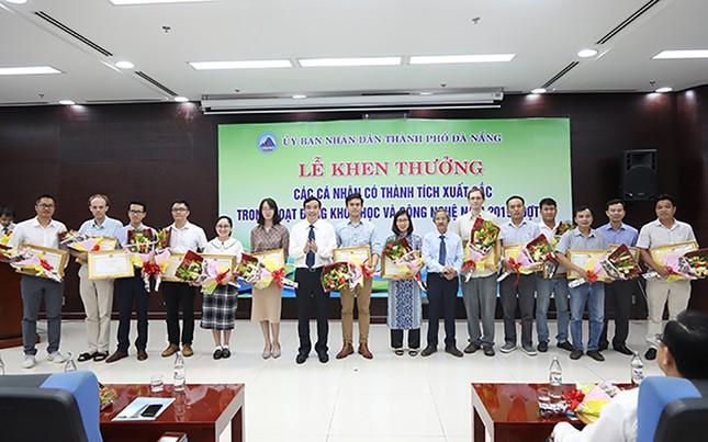 69 nhà khoa học ĐH Duy Tân nhận khen thưởng của thành phố Đà Nẵng ảnh 6