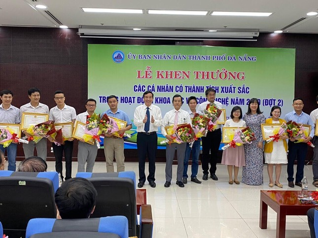 69 nhà khoa học ĐH Duy Tân nhận khen thưởng của thành phố Đà Nẵng ảnh 5