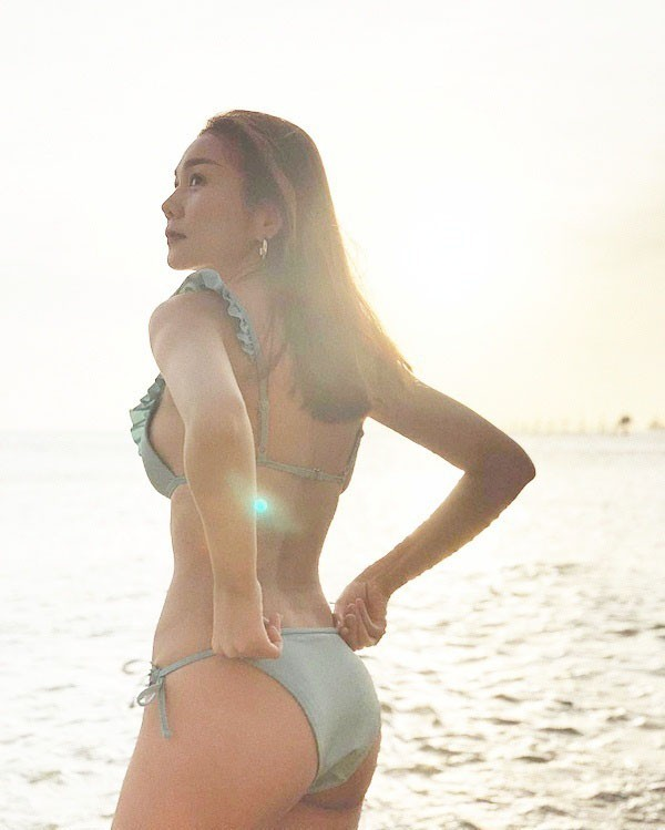 Thanh Hằng khiến người hâm mộ 'đứng ngồi không yên' vì ảnh bikini gợi cảm ảnh 7