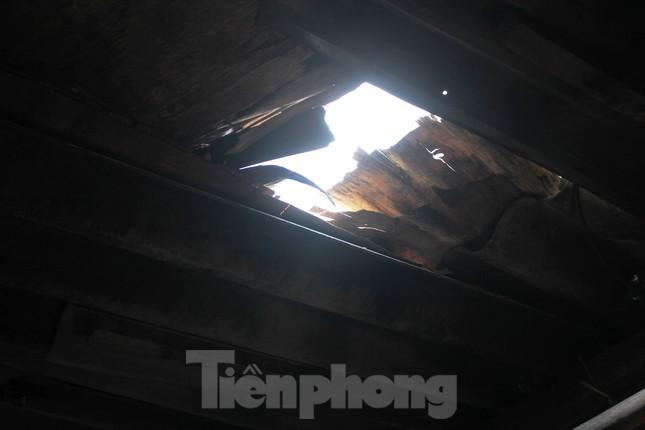 Muôn kiểu chống chọi nắng nóng như 'đổ lửa' của người lao động Hà Nội ảnh 24