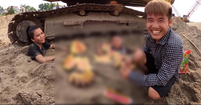 Con trai 'Bà Tân Vlog' bị chỉ trích vì dùng nhang và vàng mã cúng hai em để câu view ảnh 2