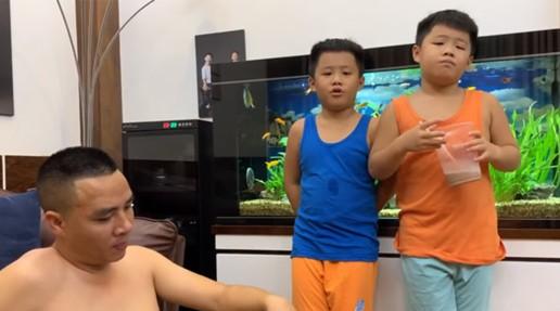 Bất ngờ với cách dạy dỗ và xưng hô của Mạnh Hùng với hai con trai MC Hoàng Linh ảnh 1