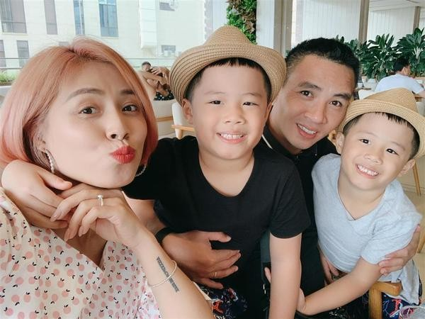 Bất ngờ với cách dạy dỗ và xưng hô của Mạnh Hùng với hai con trai MC Hoàng Linh ảnh 2