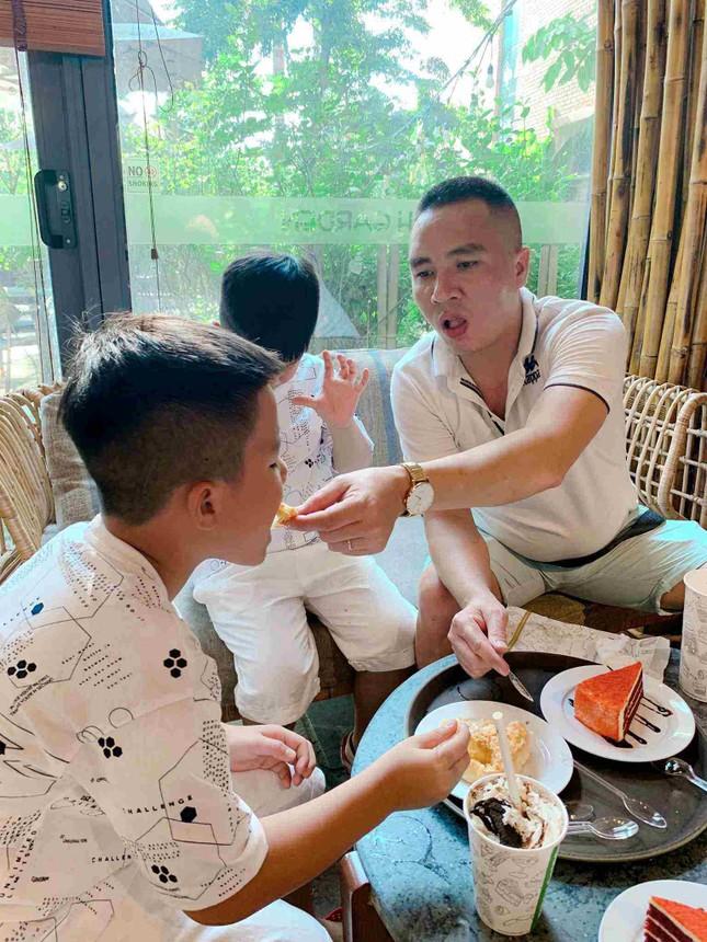 Bất ngờ với cách dạy dỗ và xưng hô của Mạnh Hùng với hai con trai MC Hoàng Linh ảnh 4