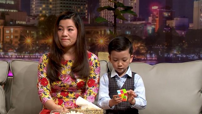 NSND Hồng Vân 'nổi da gà' khi đối đáp với cậu bé 'Siêu trí tuệ' 7 tuổi ở Vĩnh Phúc ảnh 2