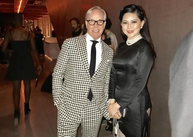 Cựu diễn viên Thuỷ Tiên dự tiệc cùng Selena Gomez ảnh 4