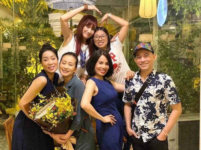 Fan 'đảo điên' trước loạt ảnh khóa môi 'ngọt lịm' của Hương Giang - Matt Liu ảnh 5