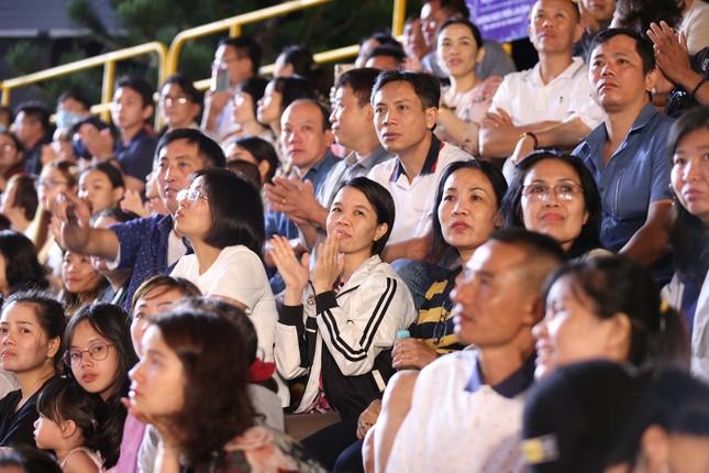 Người dân Vũng Tàu hòa chung không khí sôi động của Hoa hậu Việt Nam 2020 ảnh 3