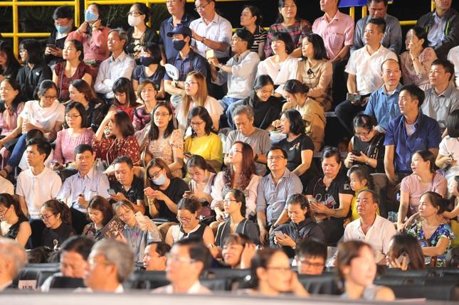 Người dân Vũng Tàu hòa chung không khí sôi động của Hoa hậu Việt Nam 2020 ảnh 5